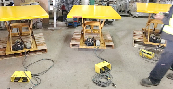 Hydraulic lift table, Table hydraulique 1000 lb, table élévatrice, table de levage, plateforme hydraulique, 1000 lb hydraulic table, table ciseaux, hydraulic lift, hydraulic table, scissor lift table